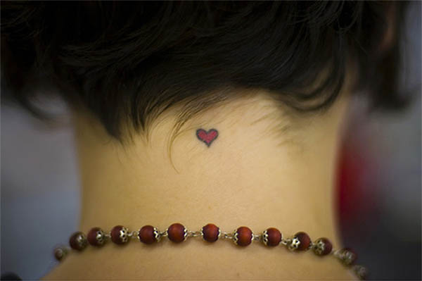 tiny-tattoo-small-heart-neck-38076