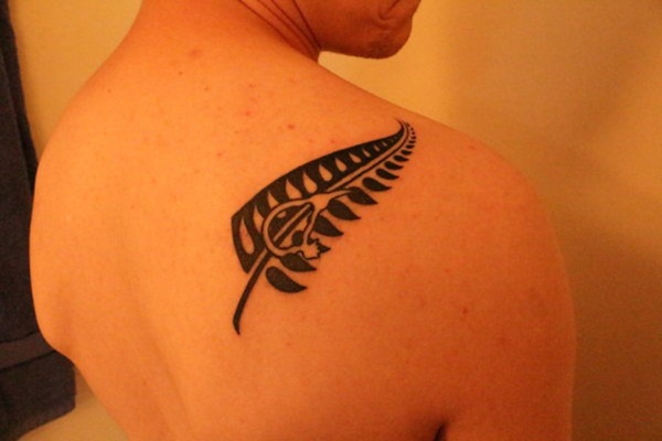 Unforgettable Leaf tattoo Designs (43)