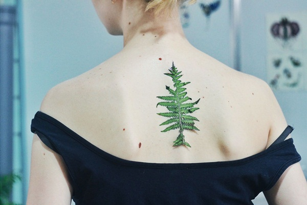 Unforgettable Leaf tattoo Designs (73)